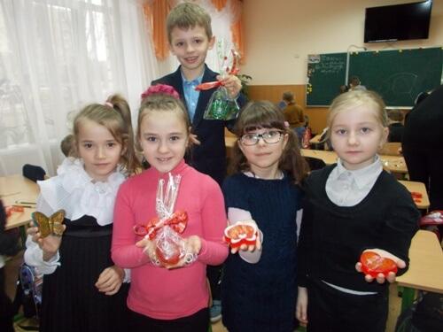 Подарунки власними руками від учнів 2-В - школа №9